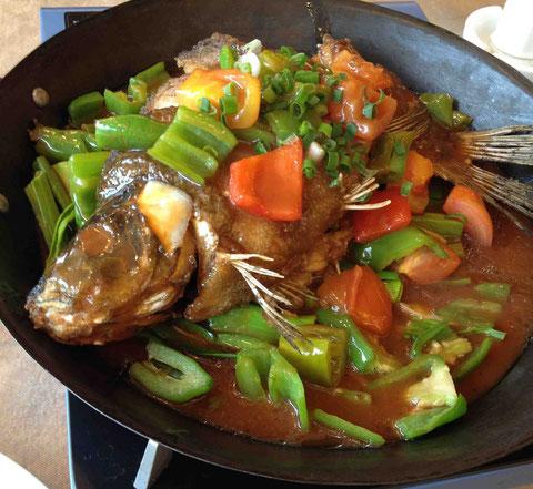 甘さ控えめの酢豚味の魚という感じ。この土地名物の「啤酒魚」