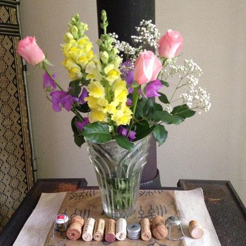 素敵な男性参加者にいただいた花束。黄色と紫の花の組み合わせ、実はとても大好きとは知らないはずなのに、、、(笑)。男性にいただく花束はいくつになっても嬉しいものですね!
