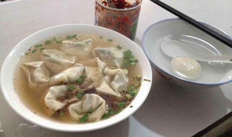 上海最後は町をプラプラしてジモティに混じって食べた水餃子と湯园