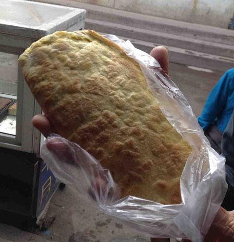 焙子(ベイズ)というパン。パイのように層になっている。