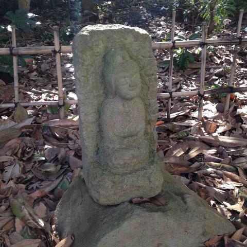 庭には、こんな石仏がいくつも