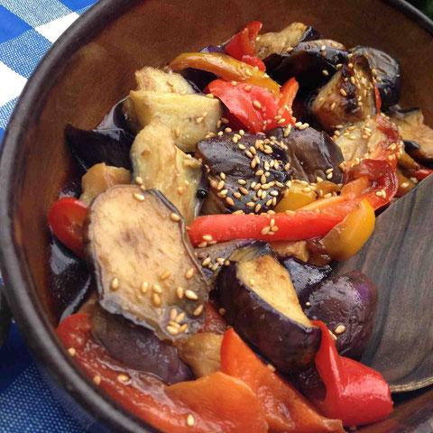 茄子、パプリカ2種を黒酢、醤油、麻椒の液で揚げ漬け