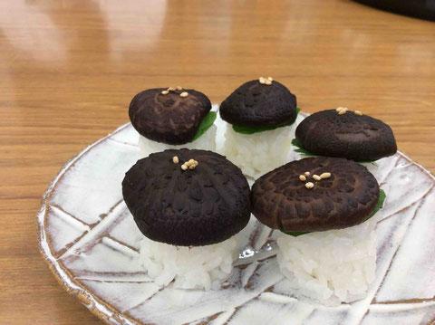 会社では、乾椎茸寿司を作って待っていてくれました。可愛い上に本当に美味!