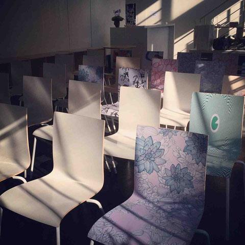 会場として使わせていただいたCASEギャラリー。アーティストデザインの椅子もおしゃれ