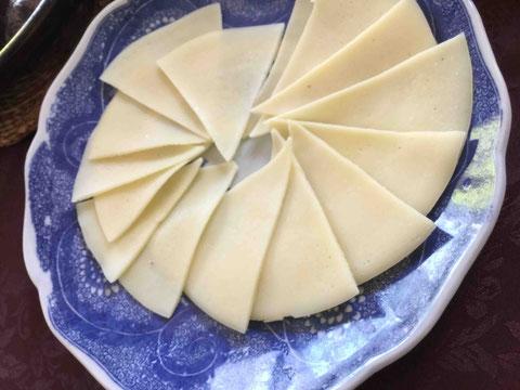 米粉と豆乳だけで作るコメティーヤ。フライパンで大きく焼いて切って