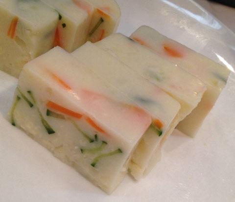 寒天料理を9種類試食用にご用意しました。これはポテトサラダを固めたもの