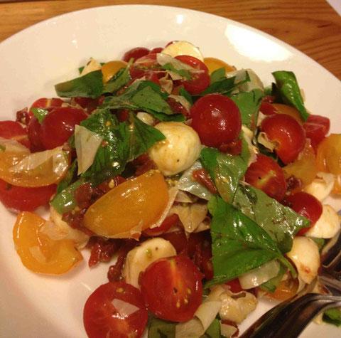 平湯葉をたっぷり入れて。隠し味に細かく刻んだドライドトマトををエルブドプロバンス風味のオリーブオイルにつけておいたものを加えました