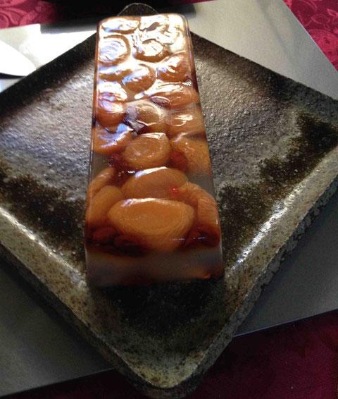杏とクコ。八角&ライチ風味の寒天(この器は美命ではありません)
