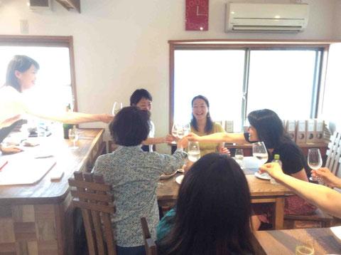 チーズ店経営者、ワインエキスパート、パン教室の先生など食に造詣が深い方々が集まりました。皆さん大満足!