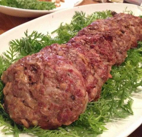 鹿肉バーガー。ふっくらジューシー、軽い味わい。鹿による農産物の被害は全国で問題に