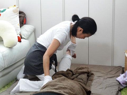 産後骨盤矯正をして骨盤を整えます。