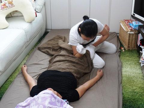 産後骨盤矯正では下半身のむくみスッキリ、O脚・X脚矯正を行います。
