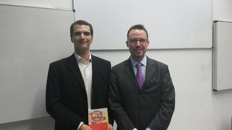Julian Hartmann (Service-Bund) und Professor Carsten Deckert (CBS)