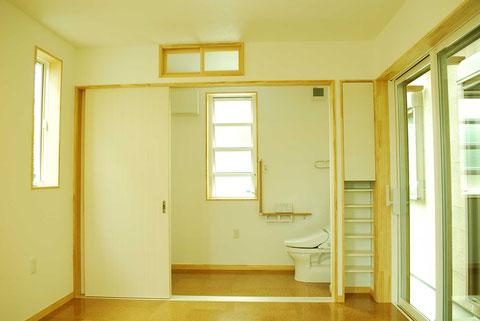 介護トイレ 洗面 引き戸