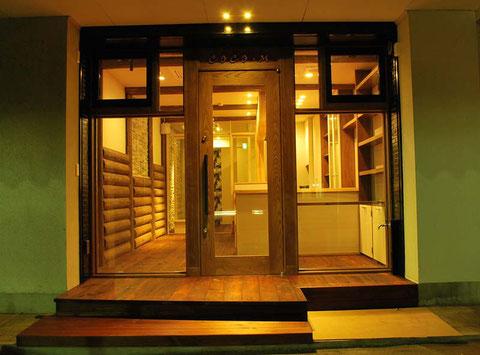 カフェ ログ 木製ドア