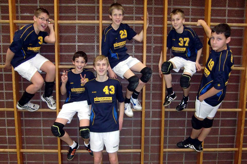 Unsere Schüler wollen hoch hinauf - die Premiere ist geglückt (v.l.n.r.): Kevin, Konstantin, Lars, Simon, Maxi u. Ole