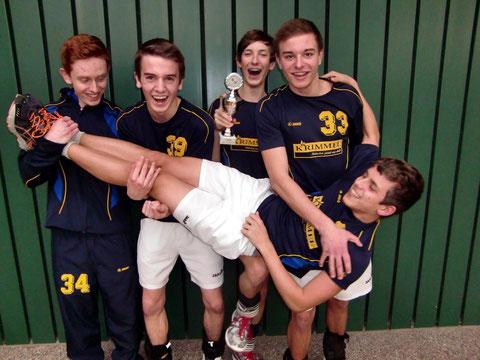 Pascal Börtzler, Sven Reinelt, Christian Beck, Michael Borell und Marcel Krimmel (v.links) holten den Pokal beim Nikolausturnier
