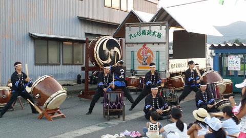 鯖江市あすなろ町納涼祭にて。子供たちも真剣に見てくれました!!