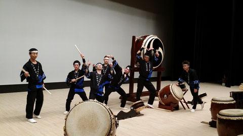 越前市成人式(@越前市文化センター)のオープニングで太鼓を披露させて頂きました!新成人のみなさん、成人おめでとうございます!!馬鹿な大人の写真ですみません(笑)