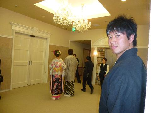 2つめの本番はメンバー(右のドヤ顔の人物)の妹の結婚式♪  結婚おめでとう!!