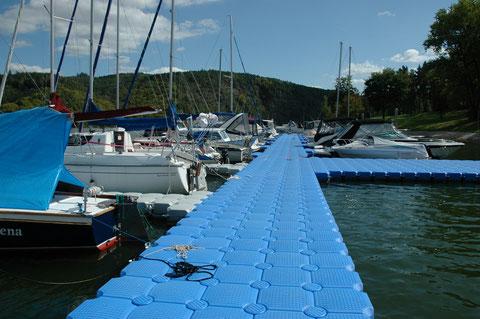 piscina flotante, puente flotante, isla artificial, punto de referencia en el mar, piscifactoría, plataforma para casas, plataforma para restaurantes, plataforma para hoteles, fabricantes de pantalane
