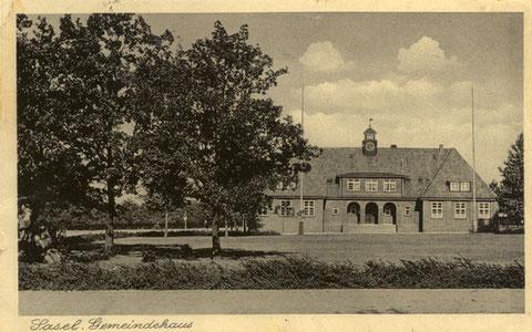 Diese Postkarte zeigt das Rathaus 1934 in voller Pracht.