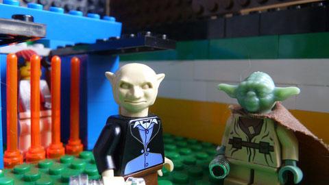 Yoda et Yaddle,le sabre laser à la main.