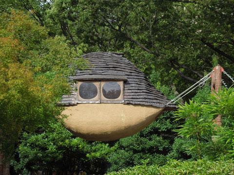 空中に浮かぶ鬼太郎の家?