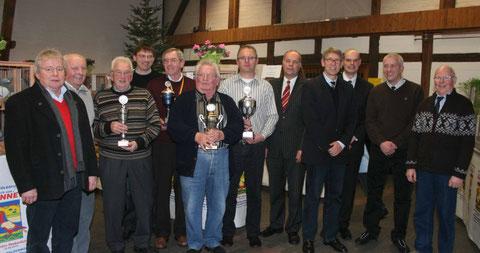 : Zahlreiche Pokale und Medaillen verlieh die Brieftauben-Reisevereinigung Oelde am Samstag bei der Eröffnung der Ausstellung am Samstag und Sonntag auf dem Oelder Drostenhof.