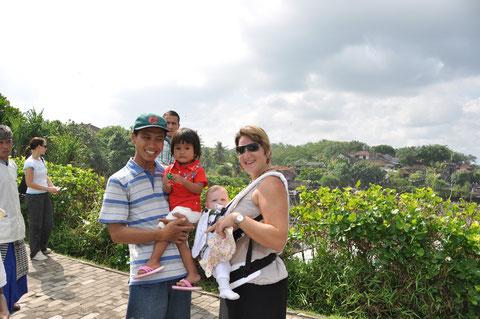 Bali mit Baby und Tragesystem - beim Wassertempel