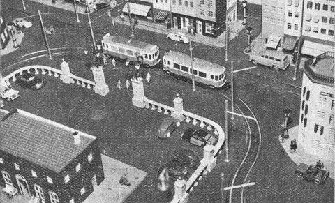 """Foto de un diorama de 1958 cedido por Jürgen Bolle (Alemania), quien la describe así: """"VW escarabajo, Seat 1400, Jeep Willys, y más,  dos escarabajos de ECA (de Barcelona). El Taunus rubia es de Siku plástico o la copia de Ribeirinho."""""""