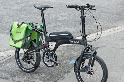 Birdy City – Mit optionalen Gepäckträger Ortlieb Sport-Roller Plus. Rahmentasche: Birdy Carry Bag