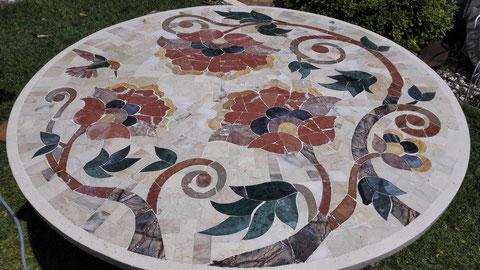 tapa para mesa realizada en marmol ,se puede realizar en cualquier gipo de material y tamaño.
