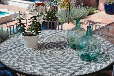 Bardo....mosaico de 180 en teselas de marmol marfil y verde.