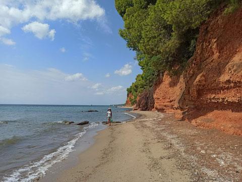 An der roten Steilküste von Nikiti