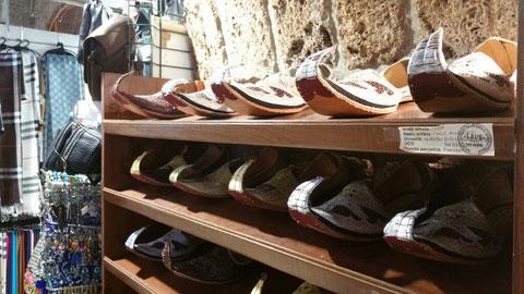 Hier gibt es die Schuhe des kleinen Muck