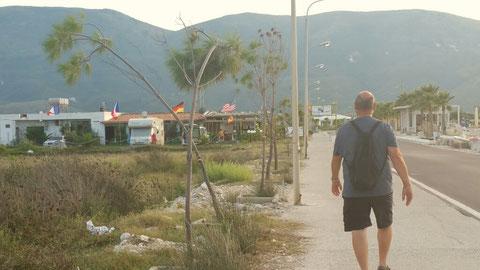 Auf dem Weg zum Campingplatz (links)
