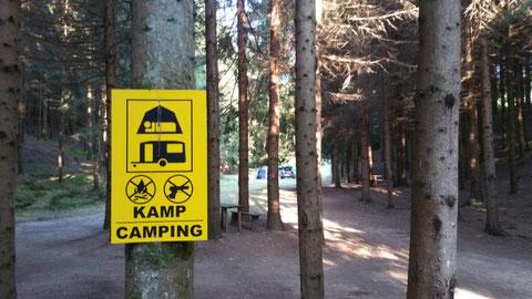 Nicht einmal richtig feuern durfte man auf diesem Campingplatz...