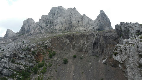 Auf der Nordseite des Tulove grede, am Krater. Auch hier mehrere Szenen. (u. A. W I - Winnetou reitet zum Goldversteck; W III Apachen Flucht)