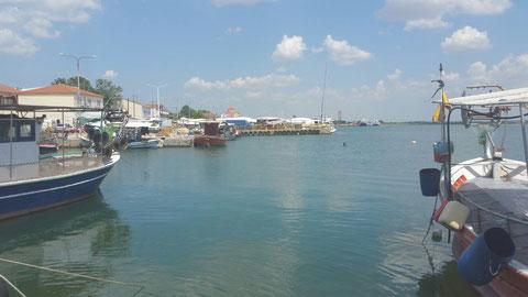 Im Hafen von Lagos. Im Hintergrund zu sehen ist der große Markt