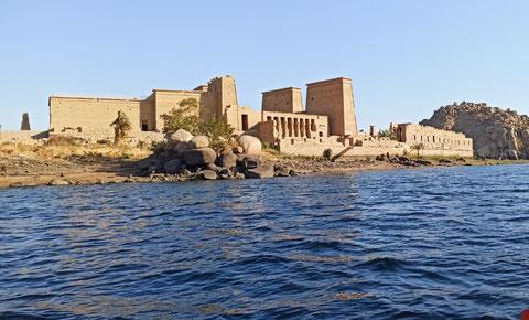 Der Tempel von Philae wurde vor dem Anstauen des Nasser-Stausees auf diese Insel umgesetzt. Zersägt in 37363 Blöcke.