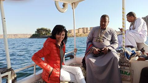 Mit dem Boot geht's zum Philae Tempel. Den Rest erklärt euch Wikipedia  (einfach nur auf das Bild tippen)