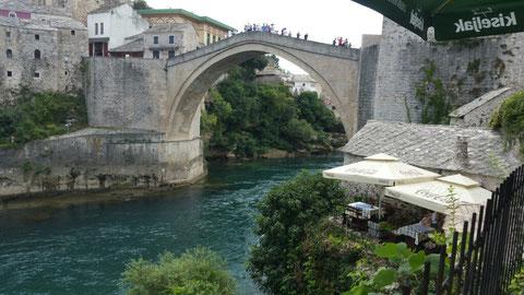 Lecker Mittag auf Terrasse vor der Stari Most (zusammen 7,50€ mit Getränken)