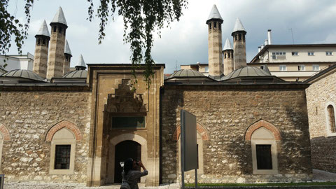 Architektur-Ensemble 1537/38 erbaut mit Unterkünften, Läden, Moschee u.a.