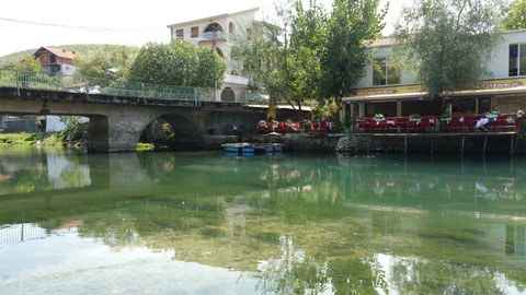 An der Buna auf unserem Campingplatz River-Camp-Aganovac