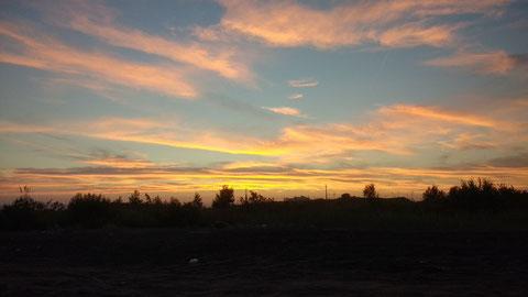 Bei solch einem schönen Sonnenuntergang gibt's nur Eines - ab in die Kneipe...
