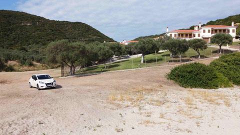 Unser Mietwagen - Nissan Micra auch einsam am Strand