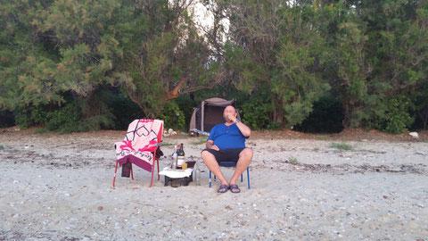 Yammas... (unser Zelt im Hintergrund)