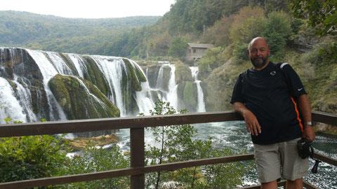 Noch liegt der Wasserfall unberührt in der Natur und der Touri lümmelt einsam in der Ecke