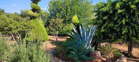 Im Garten des Hotel Crithoni's Paradise